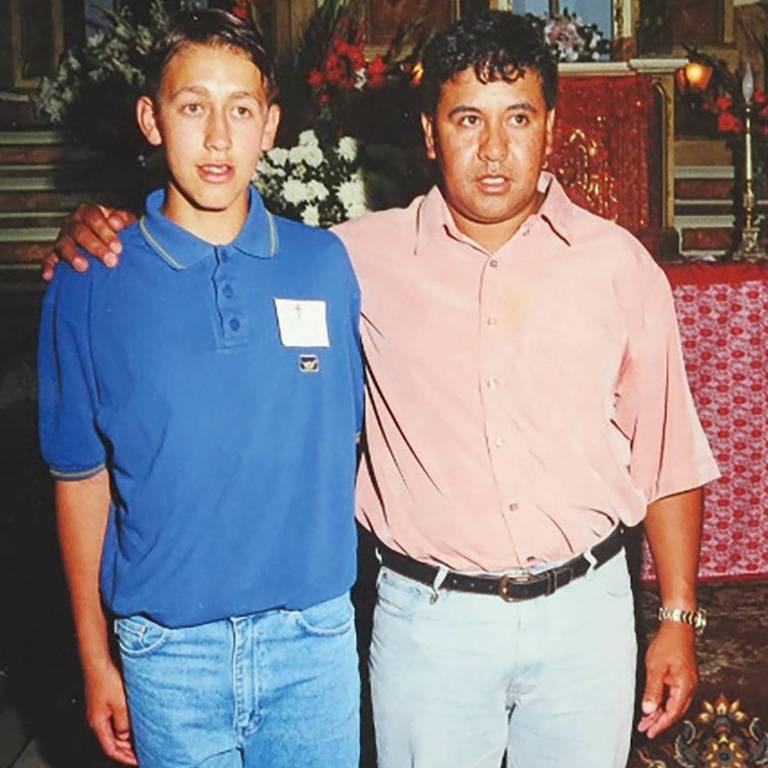 Cássio ao lado de seu tio paterno João Carlos Ramos, o Kojak, dono de um lava-rápido, onde Cássio trabalhou na infância
