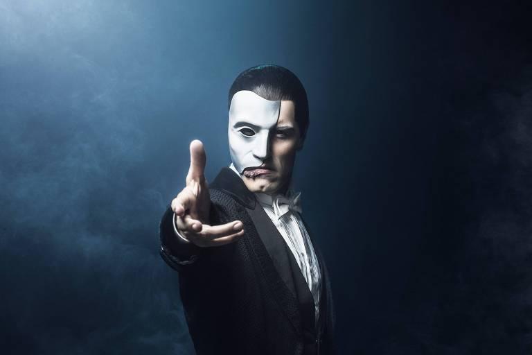 """O ator Thiago Arancam interpreta o personagem principal em """"O Fantasma da Ópera"""""""