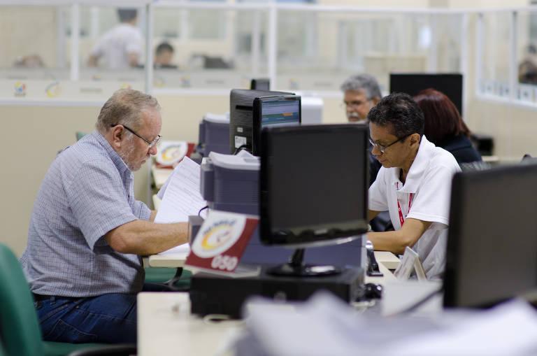 Atendimento na Agência da Previdência Social (APS) do Shopping Popular da Ceilândia, no Distrito Federal.