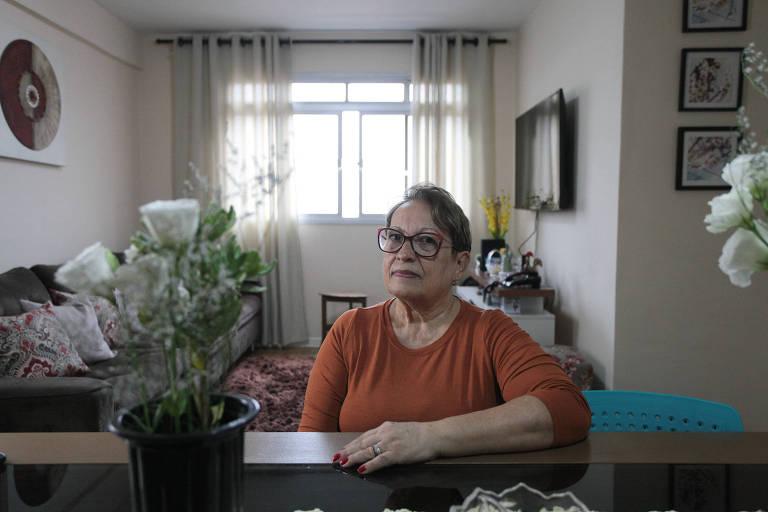 Maria Turcci de Barros, 68 anos, da Vila Jaguara (zona oeste), conta que solicitou o cancelamento dos serviços e Vivo está cobrando uma multa no valor de R$ 711; ela reclamou, mas não adiantou