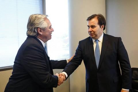 Após Maia se reunir com Fernández, Bolsonaro desiste de enviar representante a posse