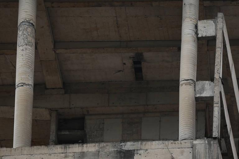 Com obras paradas, torre ao lado do Masp causa temor na avenida Paulista