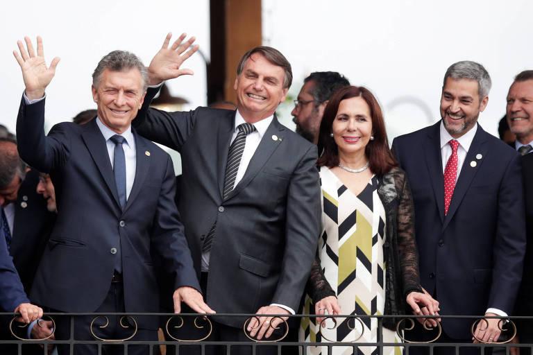 Os presidentes Mauricio Macri (Argentina), Jair Bolsonaro (Brasil), Mario Abdo Benítez (Paraguai) e a chanceler do governo interino da Bolívia, Karen Longaric, na cúpula do Mercosul em Bento Gonçalves (RS) nesta quinta (5)