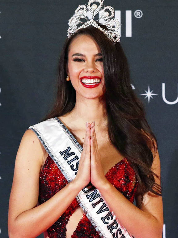 Catriona Gray representou as Filipinas no Miss Universo 2018, onde foi vencedora do concurso e coroada Miss Universo 2018