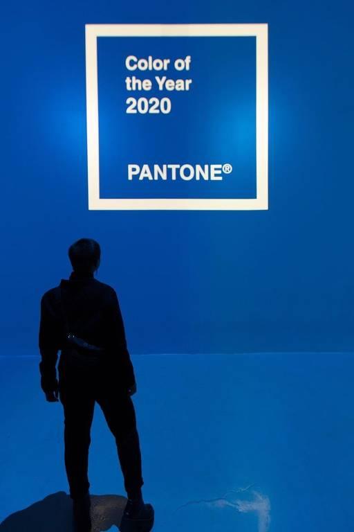 Pantone classifica a cor  19-4052 Classic Blue como a cor de 2020. Classic Blue foi inspirado por sua qualidade de transição e como isso se manifesta no céu ao entardecer