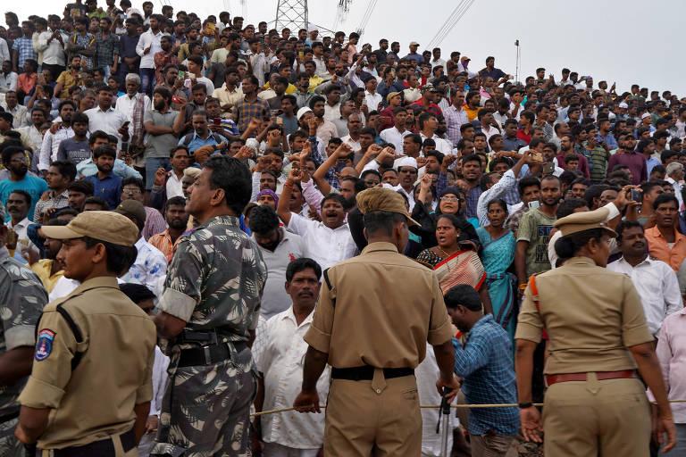 Suspeitos de estupro são mortos em reconstituição do crime na Índia; veja fotos de hoje