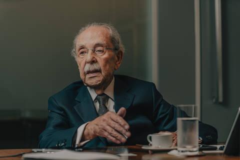SÃO PAULO, SP, 27.11.2019 - Mário Sérgio Duarte Garcia, advogado, que foi presidente da OAB na ditadura. Mário é advogado, formado pela USP em 1954, presidiu a OAB-SP de 1979 a 1981 e a OAB nacional de 1983 a 1985 e foi presidente do comitê do movimento Diretas-Já. (Foto: Gabriel Cabral/Folhapress)