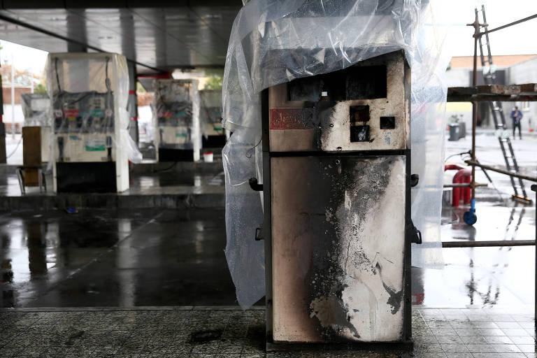 Bombas de gás destruídas em protestos contra a alta dos combustíveis em Teerã