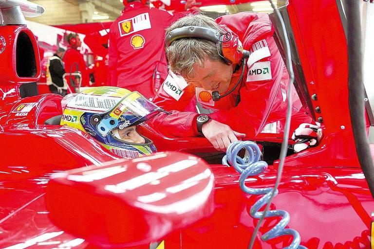 O engenheiro Rob Smedley conversa com o piloto brasileiro Felipe Massa, na época da Ferrari