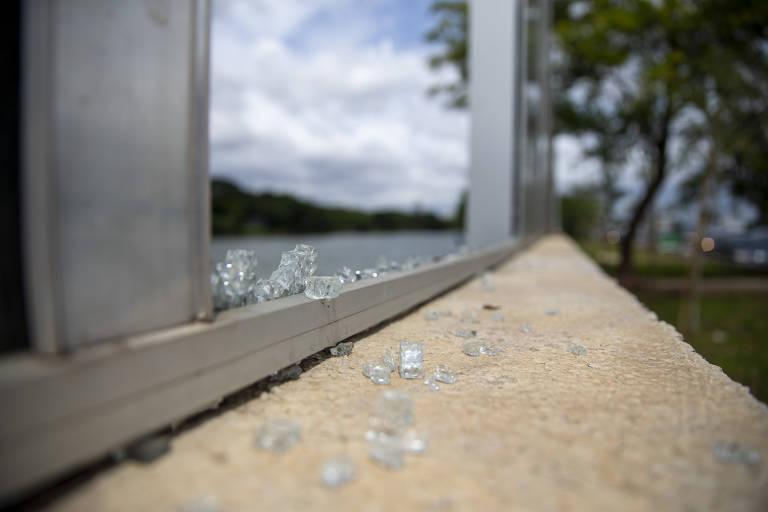 Folha contou dez vidros quebrados em visita no dia 5 de dezembro