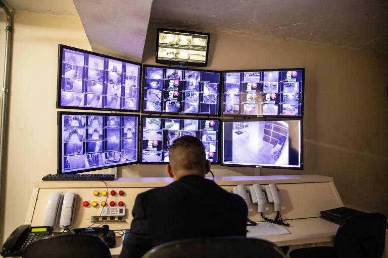Central de monitoramento do condomínio Viva, no Jardim Campo Grande, administrada pelo Grupo Graiche