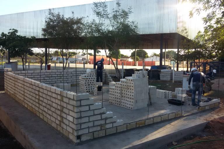 Startup constrói prédios com blocos de gesso