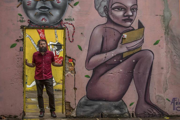 O escritor Julián Fuks na Ocupação 9 de Julho, em São Paulo
