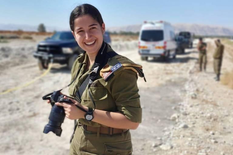 A soldada Idan Naaman, da equipe de fotógrafos combatentes das Forças de Defesa de Israel (FDI)