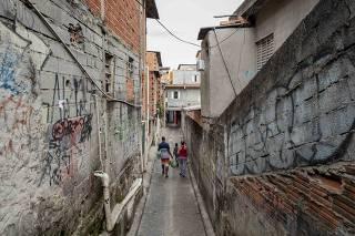 Viela de Paraisópolis, onde ocorria baile; pessoas foram pisoteadas após ação policial