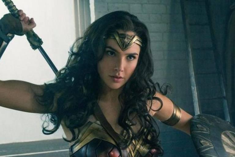 Investimento em sagas de super-heróis, como 'Mulher-Maravilha', tenta replicar sucesso da Marvel
