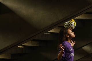 Duda, a jogadora de 14 anos na seleção de futebol feminino sub-17