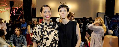 Camila Pitanga e a namorada, Beatriz Coelho, fizeram a primeira aparição oficial em um evento como um casal na pre- estréia do filme 'Uma Garota Chamada Marina'