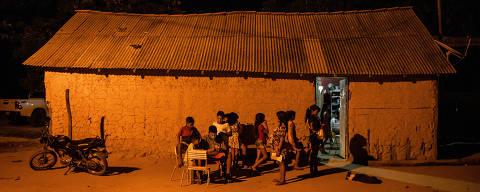 BOM JESUS DAS SELVAS, SP, BRASIL, 18-11-2019: Índios da etnia Guajajara na aldeia Jenipapo, na Terra Indigena Arariboia. Matéria sobre a tensão e ameaças na terra indígena após o ataque a tiros que deixou um indígena e um não indígena mortos dentro da Terra Indígena Arariboia, no Maranhão. (Foto: Eduardo Anizelli/ Folhapress, PODER) ***EXCLUSIVO***