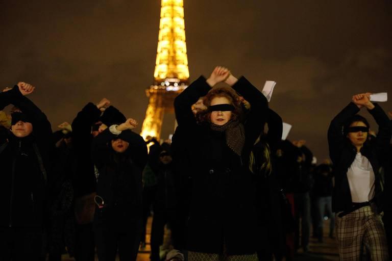 Com vendas, mulheres protestam contra feminicídio e violência sexual em Paris