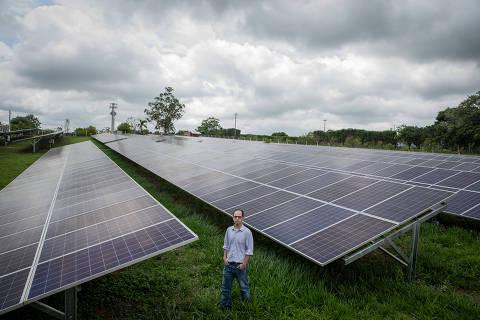 ARAÇOIABA DA SERRA, SP, BRASIL, 05-12-2019: Retrato de Guilherme Susteras, sócio da Sun Mobi, startup de energia (enertech) que possibilita consumidores de qualquer porte terem acesso à energia solar sem a implantação de placas fotovoltaicas em seus telhados. (Foto: Eduardo Anizelli/ Folhapress, MERCADO) ***EXCLUSIVO***