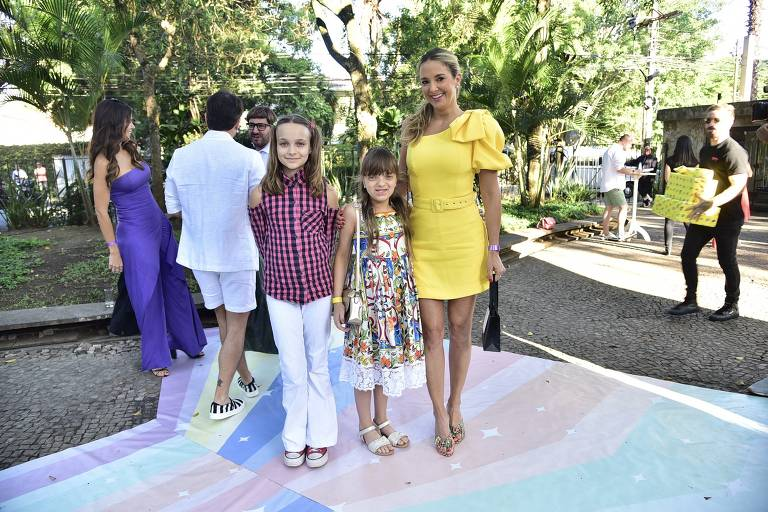 Ticiane Pinheiro e Rafaella Justus chegam à festa