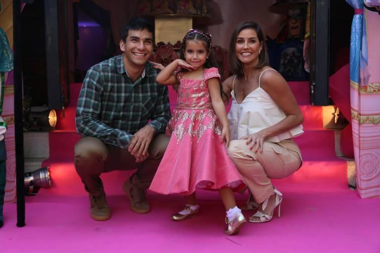 Deborah Secco e Hugo Moura dão festa em comemoração aos quatro anos de Maria Flor