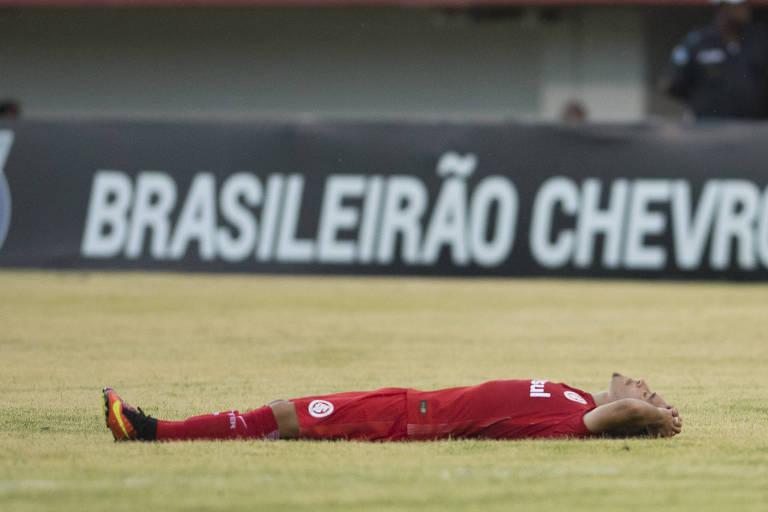 INTERNACIONAL, 2016 - O time gaúcho, do atacante Willian, foi rebaixado pela primeira vez em sua história após terminar o Campeonato Brasileiro em 17º. O Inter voltou à elite em 2018