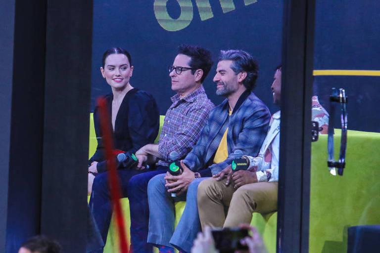 """Daisy Ridley, J. J. Abrams, Oscar Isaac e John Boyega participam de um painel na CCXP neste sábado (7) sobre o filme """"Star Wars: A Ascensão Skywalker"""""""