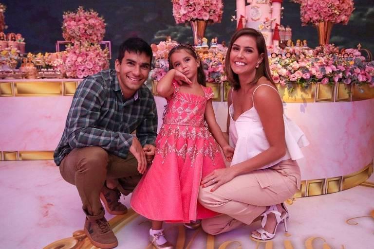 Deborah Secco com a filha, Maria Flor