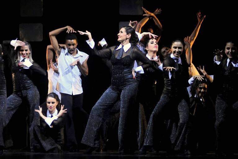 Fátima Bernardes se apresenta com o Ballet Carlota Portela, na UERJ, no Rio