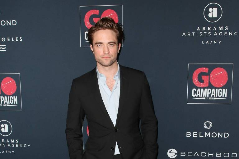 Robert Pattinson em Los Angeles para campanha beneficente