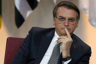 Bolsonaro participa de cerimônia para comemorar o Dia do Futebol