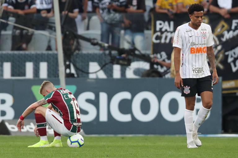 Corinthians fecha temporada com derrota em casa