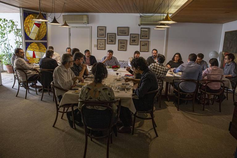 Almoço de editorialistas, editores e representantes do comando da Redação e da empresa Folha da Manhã