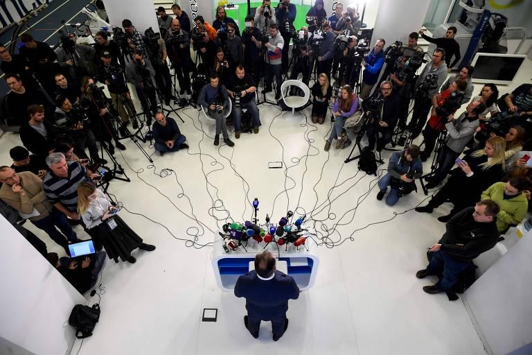 O presidente do Comitê Olímpico Russo, Stanislav Pozdnyakov, dá entrevista coletiva em Moscou