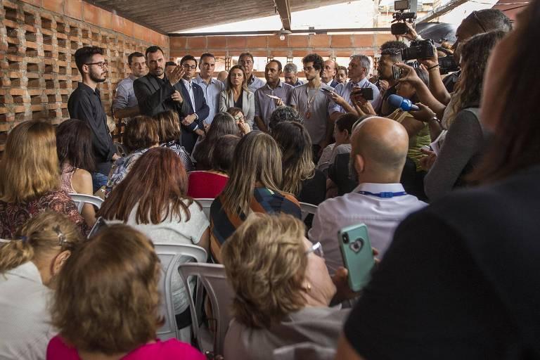 Moradores de Paraisópolis cobram de secretários uma subprefeitura e organização de bailes