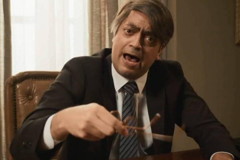 Ator Fernando Caruso imitando o presidente Bolsonaro