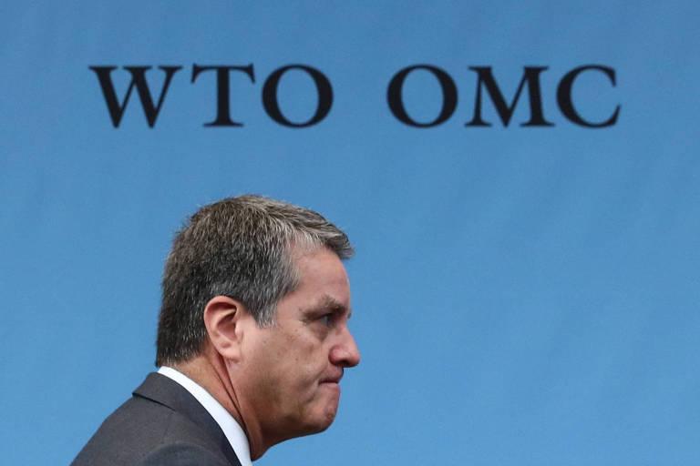 O diretor-geral da OMC, o brasileiro Roberto Azevêdo, chega para reunião na sede da entidade nesta segunda (9), em Genebra