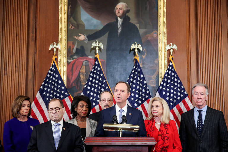 O presidente do comitê de Inteligência da Câmara, Adam Schiff, durante entrevista coletiva no Capitólio, em Washington, para anunciar as acusações formais contra Trump