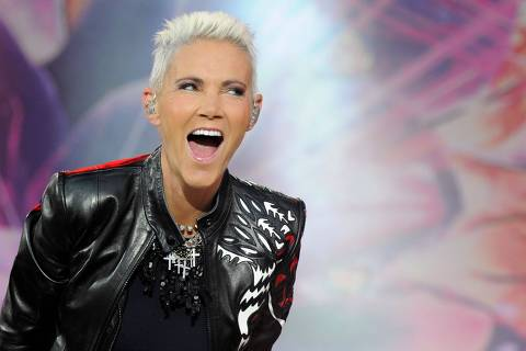 Picture taken on June 12, 2011 shows singer Marie Fredriksson of Swedish band Roxette performing during a concert in Oberursel near Frankfurt am Main, western Germany. - As her management announced on December 10, 2019, Fredriksson died on December 9, 2019 at the age of 61. (Photo by Boris Roessler / dpa / AFP) / Germany OUT ORG XMIT: 99-80863