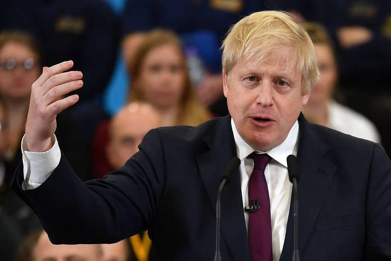 O primeiro-ministro britânico, Boris Johnson, discursa em evento de campanha na cidade de Uttoxeter