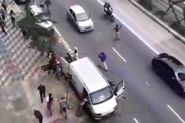 Comerciantes reclamam de arrastões na região da cracolândia de SP; veja vídeo
