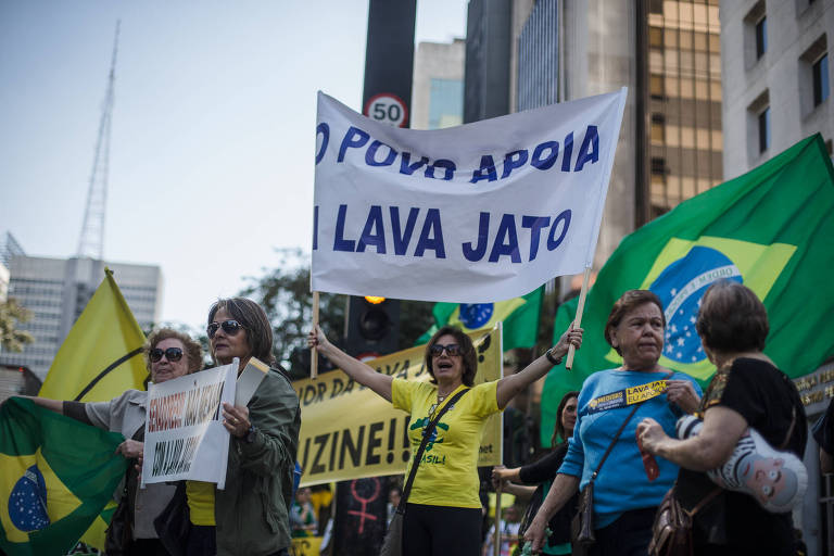 Protesto na avenida Paulista em favor da Operação Lava Jato