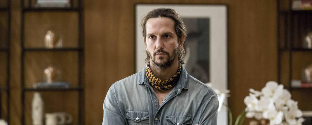 Vladimir Brichta interpreta Davi, um biólogo que luta contra a poluição no oceano