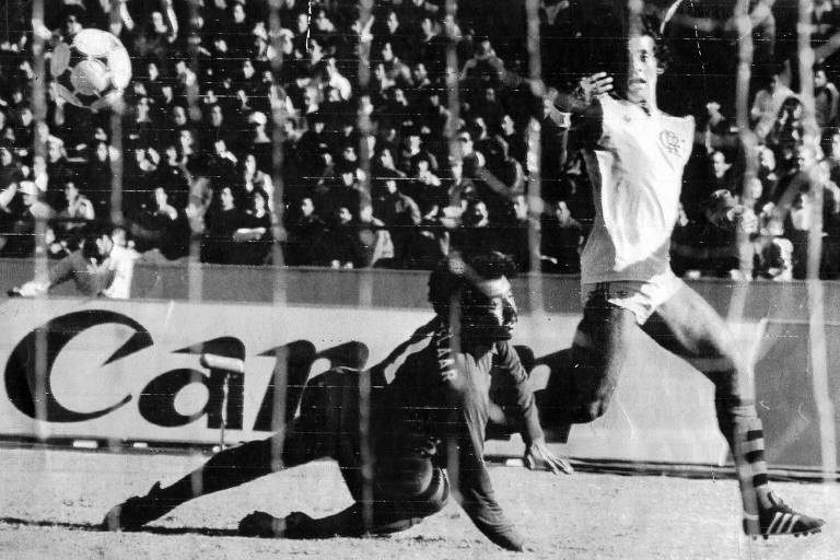 Nunes vence o goleiro Gobbrelaar durante a final do Mundial de 1981