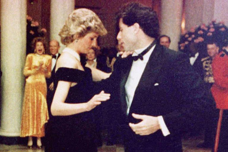 A princesa Diana dança com o ator John Travolta durante jantar na Casa Branca