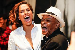 Camila Pitanga e Antônio Pitanga na estreia do documentário