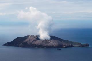 Resultado de imagem para Número de mortos após erupção vulcânica na Nova Zelândia sobe para 18
