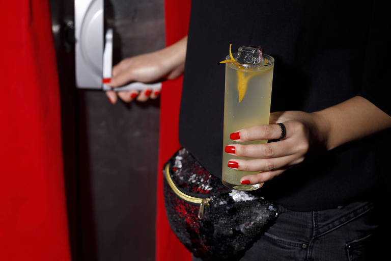 Drinque sem álcool london high ball, servido no Bar do Cofre